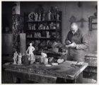 Hildo Krop in zijn werkplaats met klein werk