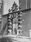 Poortje van de St. Agnietenkapel, Oudezijds Voorburgwal 231