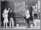 Kinderen verven de dierenverblijven van kinderboerderij Zimmerterrein, Douwes De…