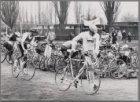Run-bike-run. Wedstrijden op en om de Chris Berger Atletiekbaan, Radioweg 89