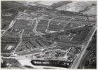 Luchtfoto van de Haarlemmerweg en de Haarlemmervaart en omgeving gezien in noord…