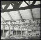 Interieur van de nieuwe Vishal op het terrein van de Centrale Markthallen, Jan v…