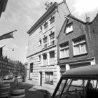 Lindengracht 249 (zijgevel), rechts Tichelstraat 1 en links achtergevels Marnixs…