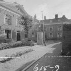 Eerste Weteringdwarsstraat 83 - 95, Hodshon-Dedelhof, binnenplaats met pomp