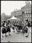De 700e verjaardag van Amsterdam wordt op de Dam gevierd met het om de 10 minute…