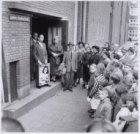 Schilderij Anne Frank onthuld in de Anne Frankschool (6e Openbare Lagere Montess…