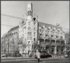 Leidseplein 28, American hotel bestaat 100 jaar, links Leidsekade 92 (ged.) - 97