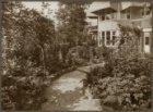 De tuin achter Koninginneweg 2, tussen 1922 en 1931 het woonhuis van commissiona…
