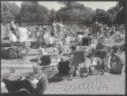 Door C&A geschonken speelvijver in het Vondelpark, omringd door een grote groep …