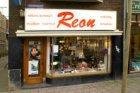 Rozengracht 141 met electrotechnische winkel Reon