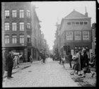 Lindengracht 99-103, onderbroken door Eerste Lindendwarsstraat gezien naar het z…