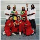 Groepsfoto met muzikanten van de Surinaamse band Déja Vu