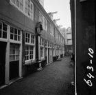 Eerste Weteringdwarsstraat 11 - 43, het Grill's Hofje, binnenplaats