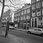Lindengracht 53 (ged.) - 69 (ged.). Tussen de nummers 63 en 65 de Noorderkerkstr…