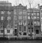 Herengracht 282, 284 en 286-290 (ged.) v.r.n.l. Op nummer 284 Huis van Brienen