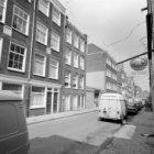Goudsbloemstraat 2 - 72 (ged.) v.r.n.l. Rechts in het verschiet Brouwersgracht 1…