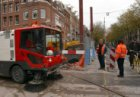 Verkeersregelaar op de Ceintuurbaan bij de ingang van de Ferdinand Bolstraat naa…
