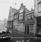 Eerste Looiersdwarsstraat 1 - 11 (ged.). Geheel links aan de overzijde Elandsgra…