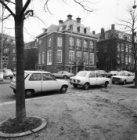 Museumplein 11 - 13 en links de Teniersstraat. Op Museumplein 11 een villa uit 1…