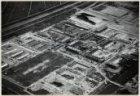 Luchtfoto van de tuinstad Geuzenveld in aanleg gezien in noordoostelijke richtin…