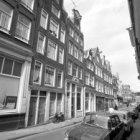 Noorderkerkstraat 2 - 18 (ged.) v.r.n.l. met aansluitend rechts de zijgevel van …