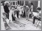 Vakantie-activiteiten bij buurthuis De Evenaar, Kometensingel 189. Ringen gooien