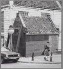 """Het vervallen """"buurthuisje"""" naast de Amstelkerk, Amstelveld 10"""