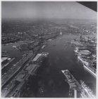 Luchtfoto van het Afgesloten IJ en omgeving