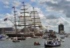 De clipper Stad Amsterdam op het IJ tijdens Sail Amsterdam, gezien naar Overhoek…