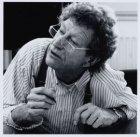 Fotograaf Ed Suister (1934-2003), geportretteerd in zijn studio, Laurierstraat 1…