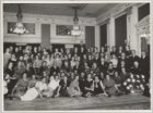 Groepsfoto van directie en personeel van H. Keijzer's Koffie- en Theehandel N.V.…