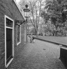 Begijnhof 26 (ged.) - 28 v.r.n.l. met aansluitend links de achtergevel van Nieuw…