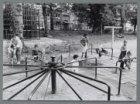Renovatie van het Oosterpark. De kinderspeelplaats aan de zijde van de 's-Graves…