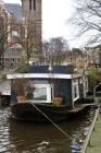 Prinsengracht (t.h.v. nrs.) 136-138 (rechts) en woonboot 136G