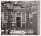 De binnenplaats van het Moenshofje (Ao. 1626), Vinkenstraat 109. Hoofdadres numm…