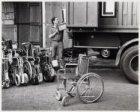 Vanaf het depot op de Asterdwarsweg gaan onder andere 30 rolstoelen naar Nicarag…