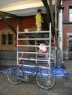 Een verkeerd geparkeerde fiets op het Stationsplein voor het Centraal Station