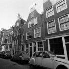 Egelantiersstraat 20 (ged.) - 56 (ged.) v.r.n.l. Tussen nummer 24 en 52 en op 20…