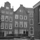 Begijnhof 29 (ged.) - 33 v.r.n.l. met op nummer 29 de R.K. kerk Johannes en Ursu…