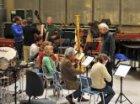 Repetitie van het AKZO Schönberg Ensemble onder leiding van Reinbert de Leeuw in…