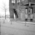 Prins Hendrikkade 108 hoek Binnenkant, Scheepvaarthuis, versiering rondom de hoo…