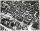 Luchtfoto van het Singel (midden links) en omgeving gezien in westelijke richtin…