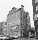 Dijkstraat 7 - 11. Links op de achtergrond de Lange Keizersdwarsstraat en Keizer…