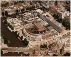 Luchtfoto van het Waterlooplein en omgeving gezien in noordoostelijke richting