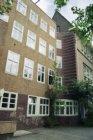 Joh.M. Coenenstraat 6 (ged.) - 8 (ged.) v.r.n.l., voorgevels. Op nummer 8 en hog…