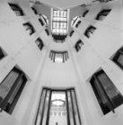Prins Hendrikkade 108-114, Scheepvaarthuis, trappenhuis, blik omhoog