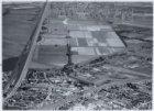 Luchtfoto van de Haarlemmerweg en de Haarlemmervaart (links) en omgeving gezien …