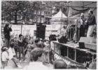 Optreden van het Groot Walenburgs Vuilharmonisch Orkest tijdens de grachtenloop