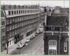 Marnixstraat 1-39 en rechts de zijgevel van Marnixstraat 2. Gezien vanaf Korte M…