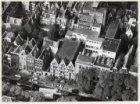 Luchtfoto van de Keizersgracht nummers 22-58 (v.l.n.r.), gezien in noordwestelij…